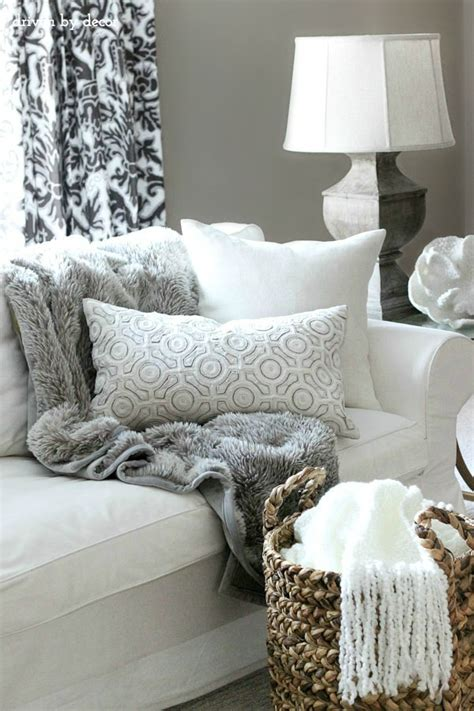 living room throws my five favorite decorative accessories driven by decor
