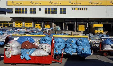 oficina correos barajas correos acumula a la intemperie de env 237 os postales