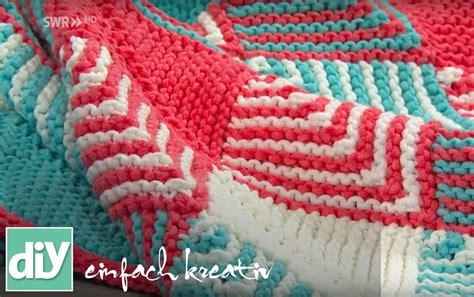 plaid mit ärmeln plaids stricken mit patchwork technik diy einfach