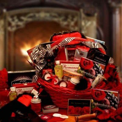 couples gift basket ideas wedding gift ideas top 15 unique newlywed gifts 2015