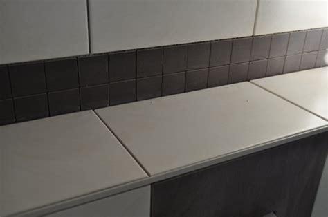 Kleines Bad Mit Dunklen Fliesen by Helle Dunkle Und Mosaik Fliesen F 252 R Die G 228 Ste Toilette