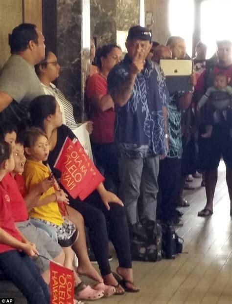 bench warrant hawaii judge orders man arrested for using hawaiian in court