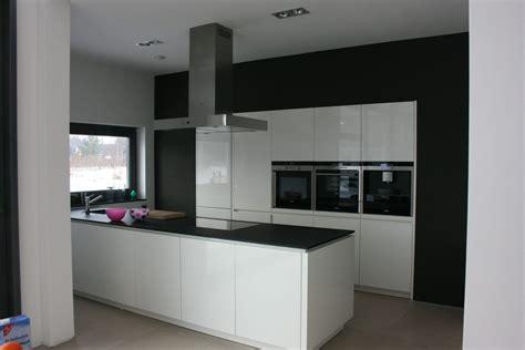 weiße küche couchtisch vollholz