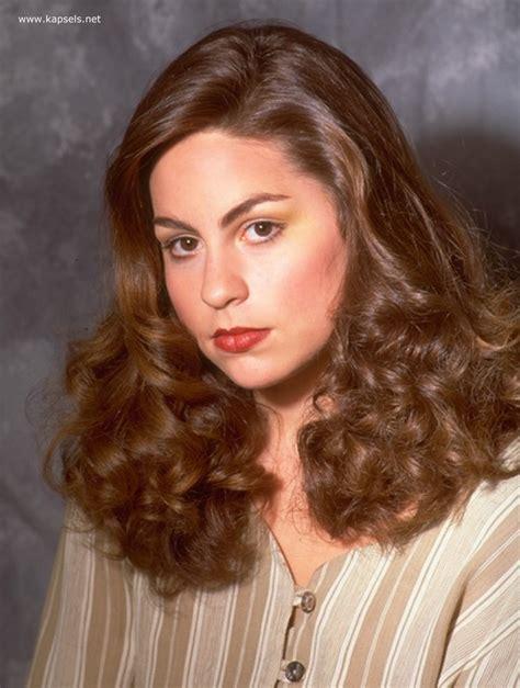 40s Hairstyles For Hair by Look Uit De Jaren 40 Met Vrouwelijke Krullen Die Ronde De