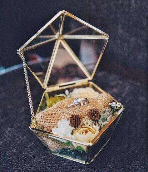 Kotak Cincin Dan Logam Mulia 1 11 inspirasi kotak cincin kawin unik karena nggak jadi spesial kalau cuma pakai yang biasanya