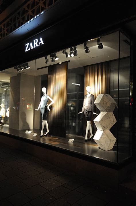 zara window displays autumn  vienna