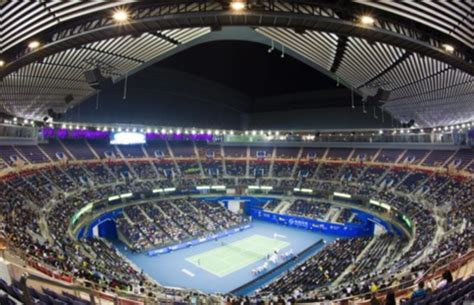 ultimate guide  travelling  professional tennis