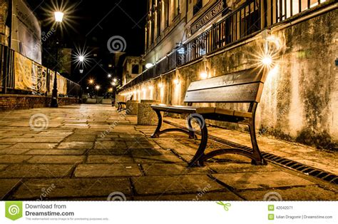 Bank Leuchten stadt mit leuchten stra 223 en bank stockfoto bild 42042071