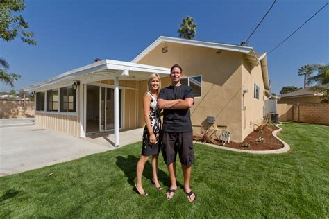 hgtv s flip or flop returns for a new season on december flip or flop hgtv 1000 ideas about christina moussa on