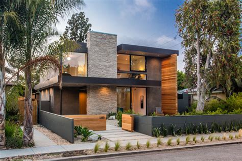 Floor Plan Beach House by A New Contemporary Home Arrives On This Street In Venice