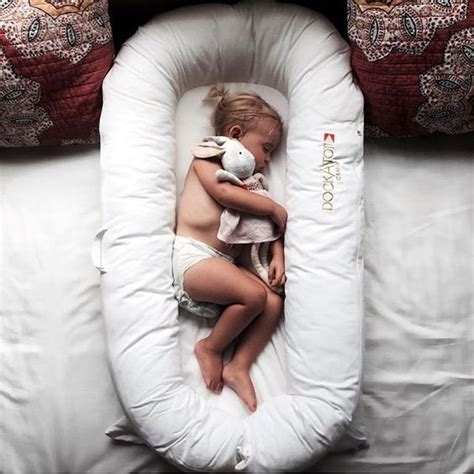 Things To Help Baby Sleep In Crib This Pillow Nest Is Used To Help Toddlers Transit From Sleeping With The Parents Into Their Own