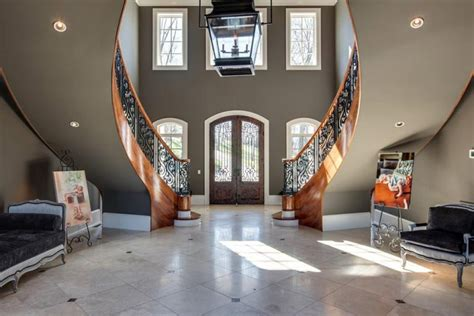 kelly clarksons home  tennessee  shes selling   million