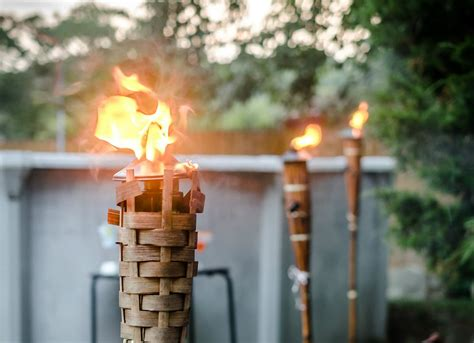 Tiki Torch Diy Outdoor Lighting 8 Cool Outdoor Lights Outdoor Tiki Lights
