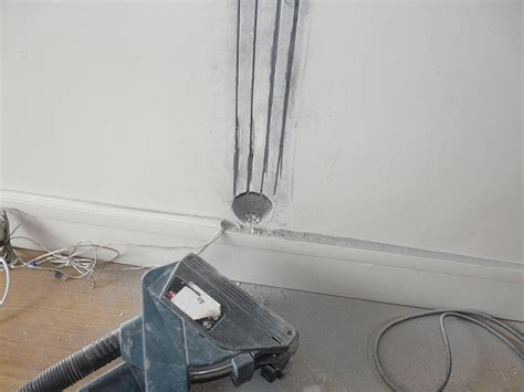 Accrocher Tv Mur Sans Voir Fils by Une Installation Murale De Tv Le Guide Pratique Pas 224 Pas