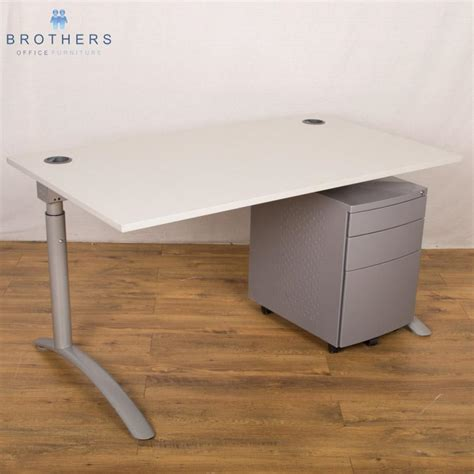 Grey Office Desks Memo Light Grey 1400x800 Height Adjust Desk