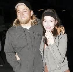 Charlie hunnam and morgana mcnelis charlie hunnam and girlfriend