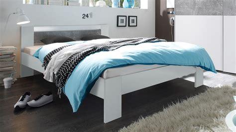 futonbett 140x200 inkl rollrost und matratze bett futonbett wei 223 und beton mit rollrost und