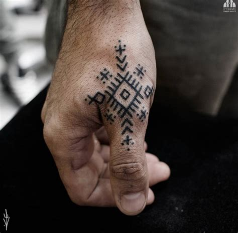 finger tattoo bad idea 35 of the best knuckle tattoos for men and women tattooblend