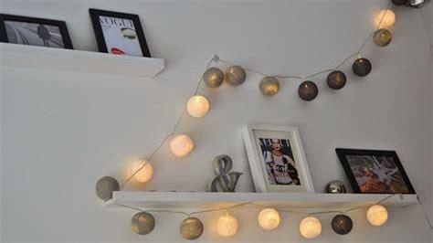 decorar paredes con fotos y luces decoracion con fotos colgadas y luces