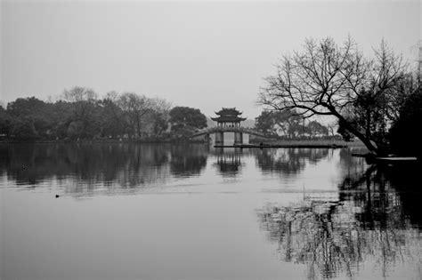 imagenes en blanco y negro de un paisaje paisaje de un lago en blanco y negro descargar fotos gratis