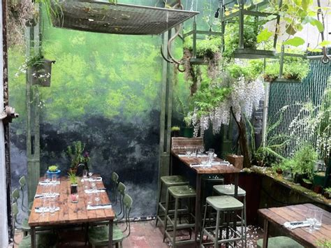 backyard garden restaurant secret nyc restaurant gardens the best backyard lairs