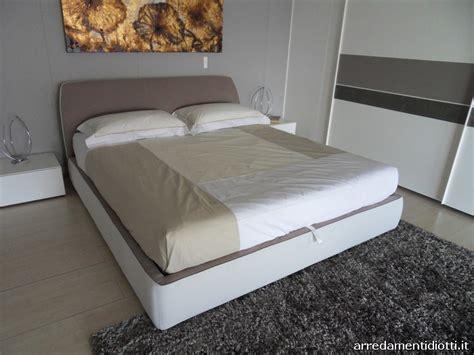 eccezionale Camere Da Letto Immagini #5: Atelier-letto-imbottito-rivestimento-bicolore-contenitore-big.jpg