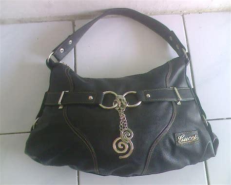 harga tas wanita branded merk guess kw warna hitam