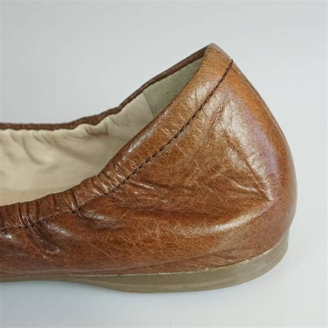 033 513 Flat Shoes Wanita Chanel prada brown leather scrunch ballet flats with bow 35 for sale at 1stdibs