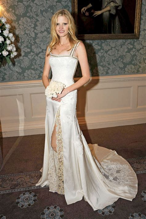 10 Best Supermodel Wedding Dresses of All Time   Her Beauty