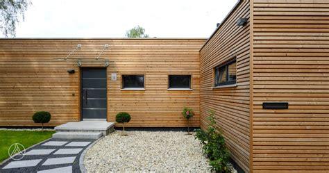 holz bungalow moderner bungalow aus holz 246 kologisch in der schweiz bauen