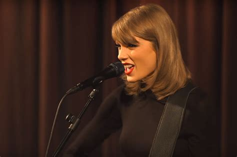 taylor swift grammy museum performance clean watch taylor swift s acoustic blank space performance at
