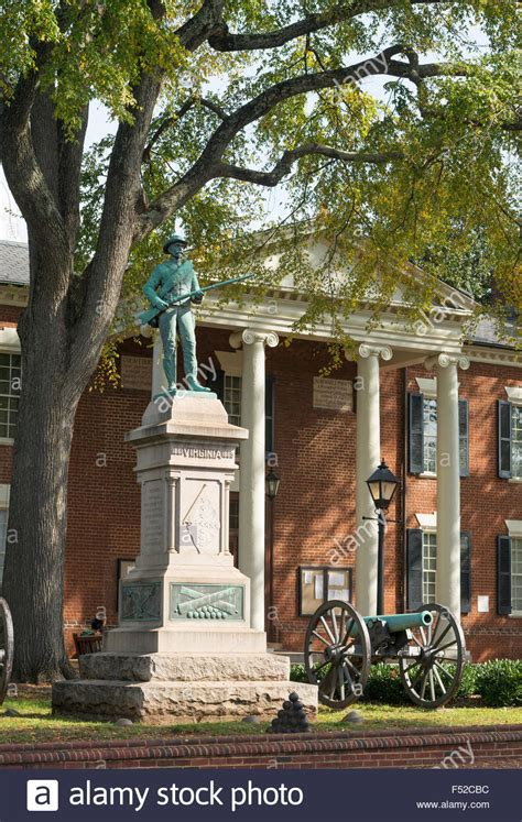Albemarle County Court Records Confederate Memorial Statue And Albemarle County Court House Stock Photo Royalty