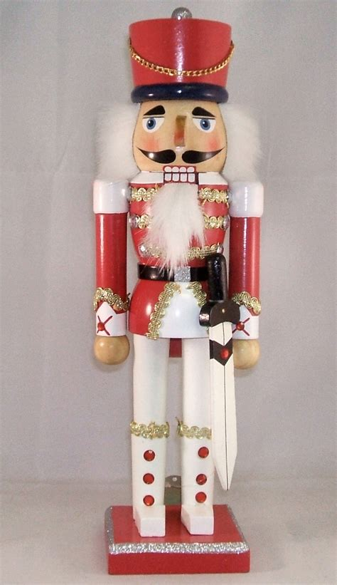 images of christmas nutcrackers by height