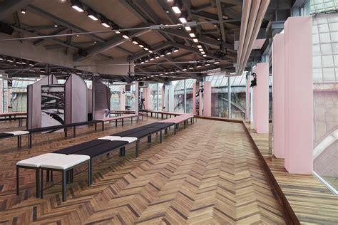 Prada Series 8103 2 Set 2 In One amo designs prada resort 2018 show using mirrors and bright pink
