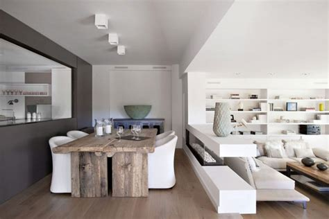 mini z wohnzimmer of white interiors vivienda en llaveneres in spain