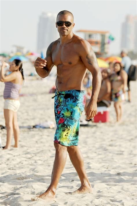 carpe diem shemar moore shows off a new tattoo as he