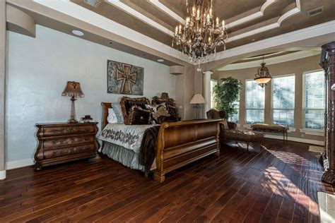 23  Beautiful Bedrooms with Wood Floors (Pictures