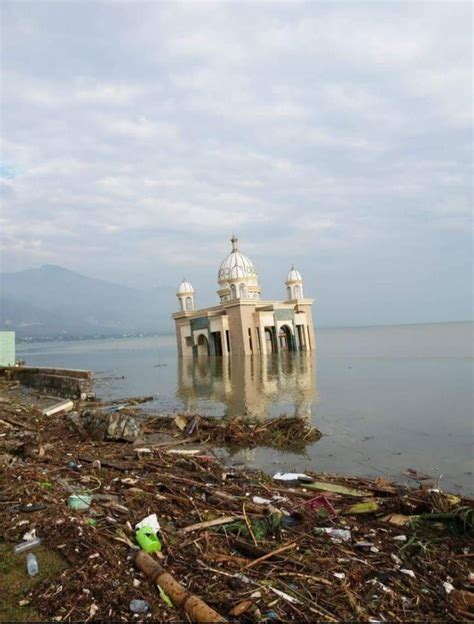tsunami palu masjid apung roboh ke laut usai tsunami palu