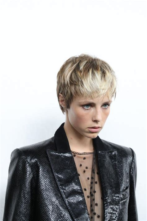 pixie mit blonden straehnen frisuren fuer kurze haare