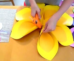 How To Make Hawaiian Paper Flowers - how to make hawaiian paper flowers crazzy craft