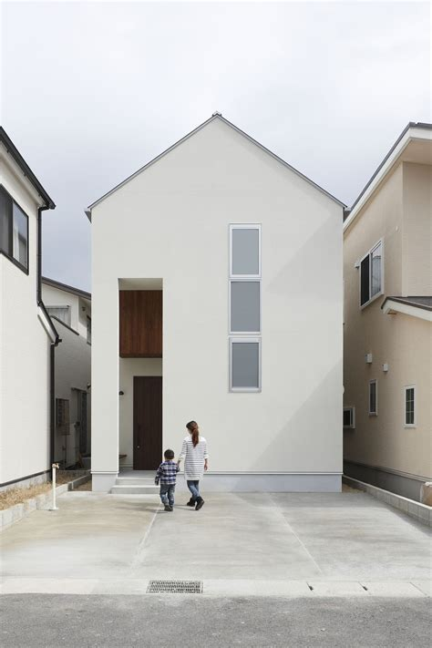 small narrow minimalist house in japan architecture