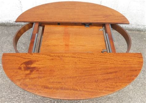 Oval Dining Table For 6 Oval Mahogany Extending Dining Table To Seat Six