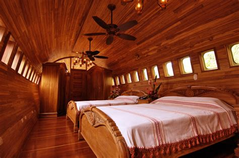 Plane Bedroom by Plane Hotels Sleeping On Airplanes Without The Turbulance
