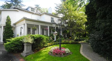 bed and breakfast niagara on the lake brockamour manor bed and breakfast niagara on the lake b