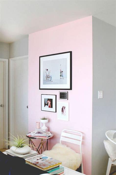 Charmant Couleur Pour Mur Salon #1: mur-double-couleur-peindre-une-pièce-en-deux-couleurs-rose-et-gris-salon-chic.jpg