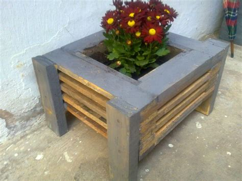 diy wood pallet made planters