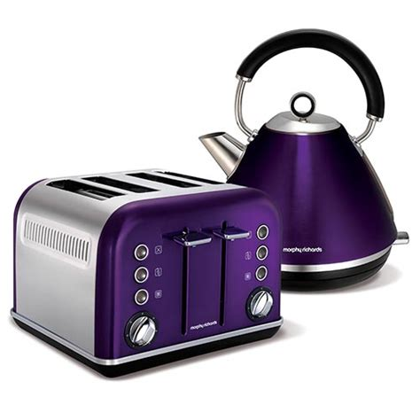 Plum Accents Traditional Pyramid Kettle And 4 Slice