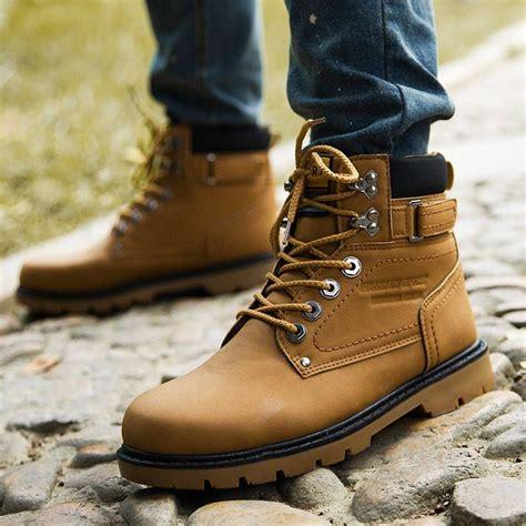 Sepatu Sandal Casual Santai Hangout Wanita Cewek Czz46 3 jenis sepatu yang wajib dimiliki cowok dalam hidupnya jangan terlalu cuek soal penilan