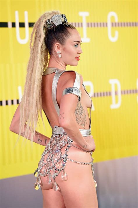 vmas 2015 mtvs video music awards 2015 in pictures miley cyrus at 2015 mtv video music awards celebzz celebzz
