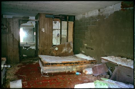 high quality abandoned room images world s greatest art site decaying room in an abandoned motel rural new york state